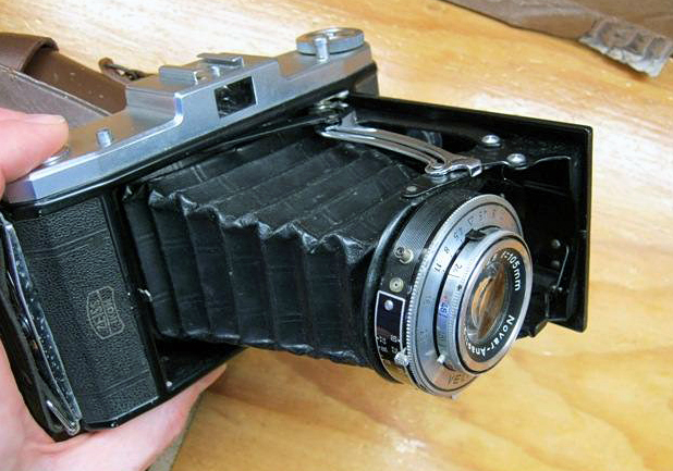 The Zeiss Ikon Nettar - the only camera I own that made me