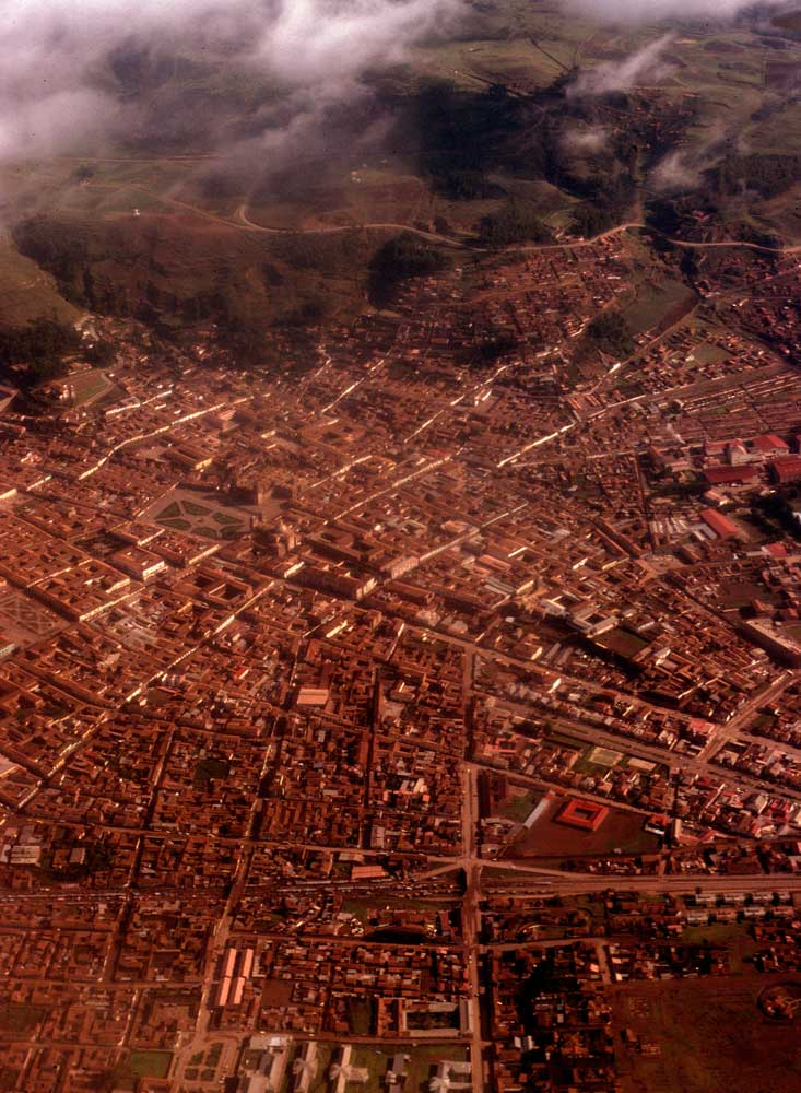 Peru-76_77-4-33-Cuzco-(Qosqo)-from-air-e.jpg