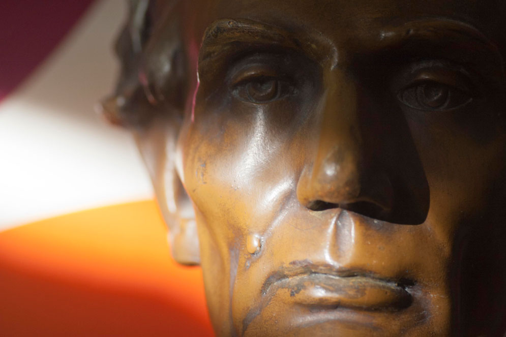 Lincoln-Life-Mask-Bust-02-cr.jpg