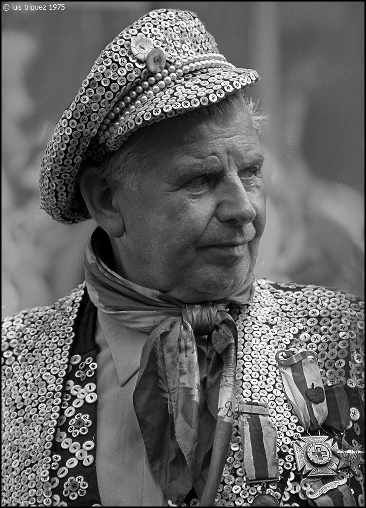 021a Pearly King-Cockney-CanonF1-CanonFL135.jpg