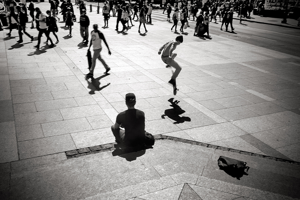 embarcadero-skateboarder-crowd_1224-w.jpg
