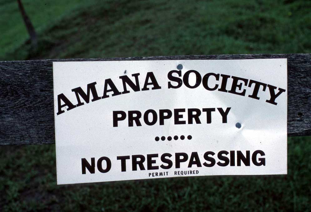 Amana-no-trespassing-sign-a.jpg