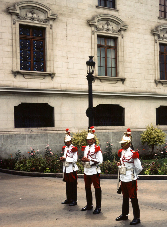 Peru-76_77-2X-21a-Lima-Pal-de-Gob-Honor-Guards.jpg