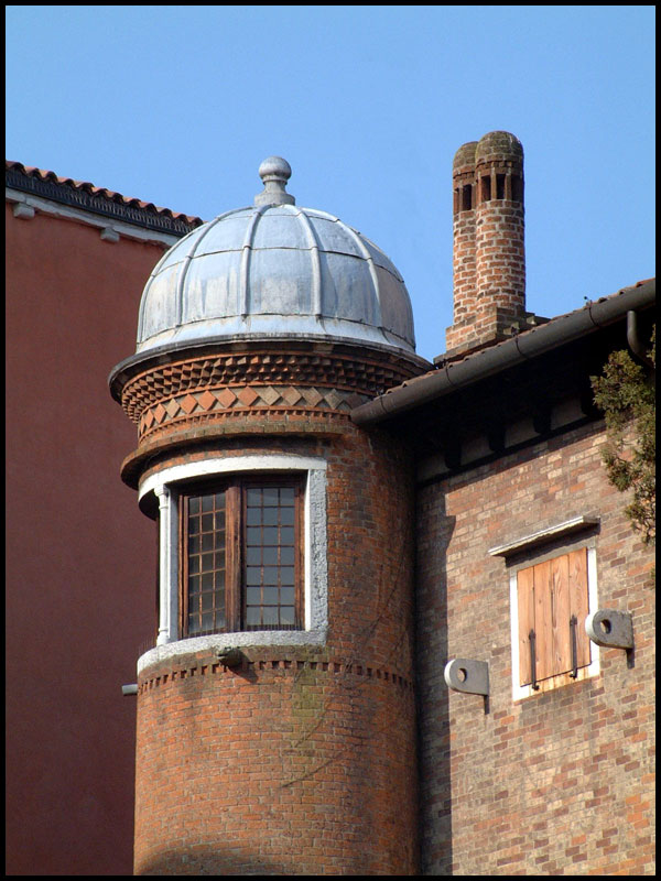 house-with-turret.jpg