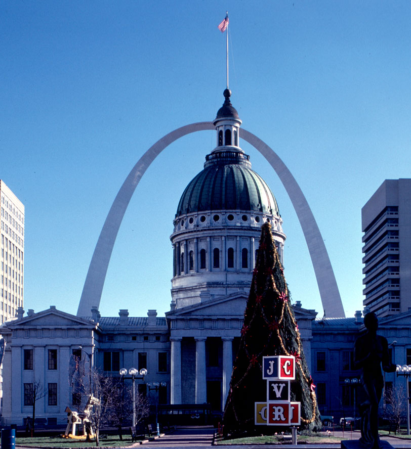 MO-StL-Courthouse-&-Arch-24.jpg