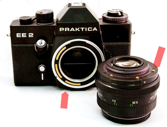 Praktica-EE2-body-and-lens-arrows.jpg